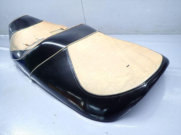 βAQ9c5018 スズキ スカイウェイブ250-2 タイプSS CJ43A (17年式) 純正 シート メイン タンデム 破れ有り!表皮・アンコ劣化!_画像2