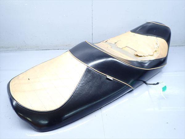 βAQ9c5018 スズキ スカイウェイブ250-2 タイプSS CJ43A (17年式) 純正 シート メイン タンデム 破れ有り!表皮・アンコ劣化!_画像3