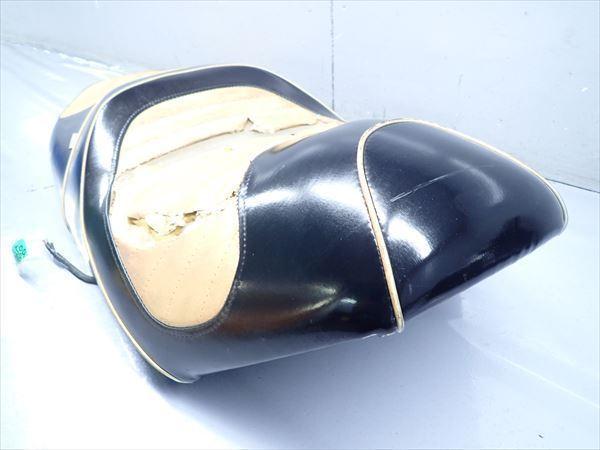 βAQ9c5018 スズキ スカイウェイブ250-2 タイプSS CJ43A (17年式) 純正 シート メイン タンデム 破れ有り!表皮・アンコ劣化!_画像4