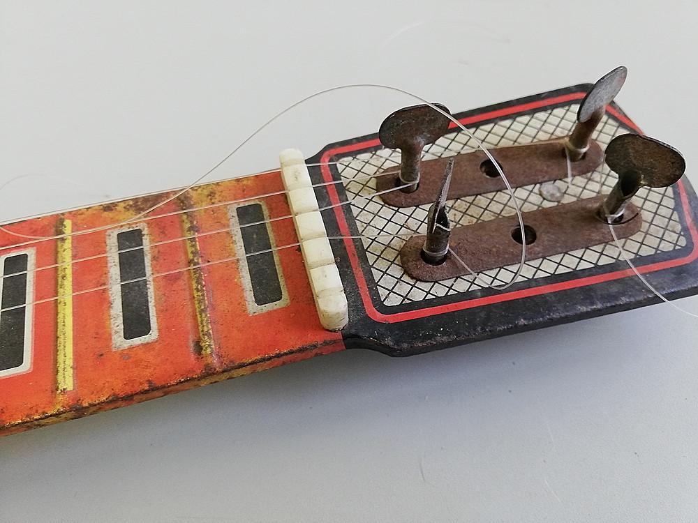 【希少!】 ★ ブリキ エレキギター ★ アンティーク コレクション 玩具 昭和レトロ_画像4