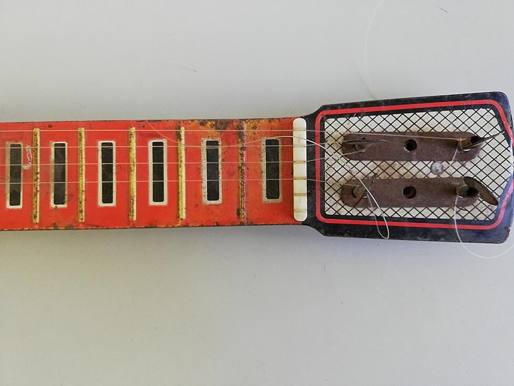 【希少!】 ★ ブリキ エレキギター ★ アンティーク コレクション 玩具 昭和レトロ_画像3