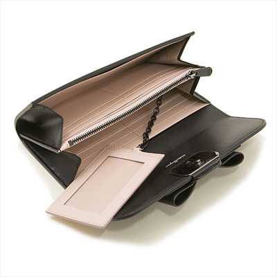 ■新品■Salvatore Ferragamo フェラガモ■VARAリボン長財布 22-D269 / ブラック■送料無料・即決_豊富なポケットですっきり収納できます
