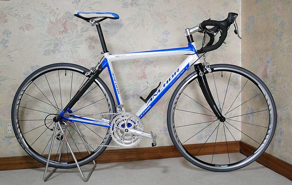 ANCHOR アンカー(ほぼ綺麗)RCS 5(シマノ 105 27速)700C ホワイトとブルーのRoad Bikes 中古