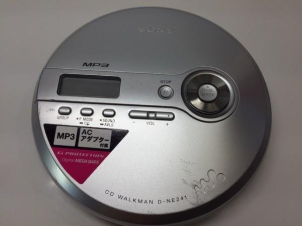(054-03) 1円~[ 良品 動作品 ] SONY CDウォークマン D-NE241 シルバー ♪ CD-R/RW / MP3再生OK/ 音とびに強い耐振機構搭載 G-Protection_画像4