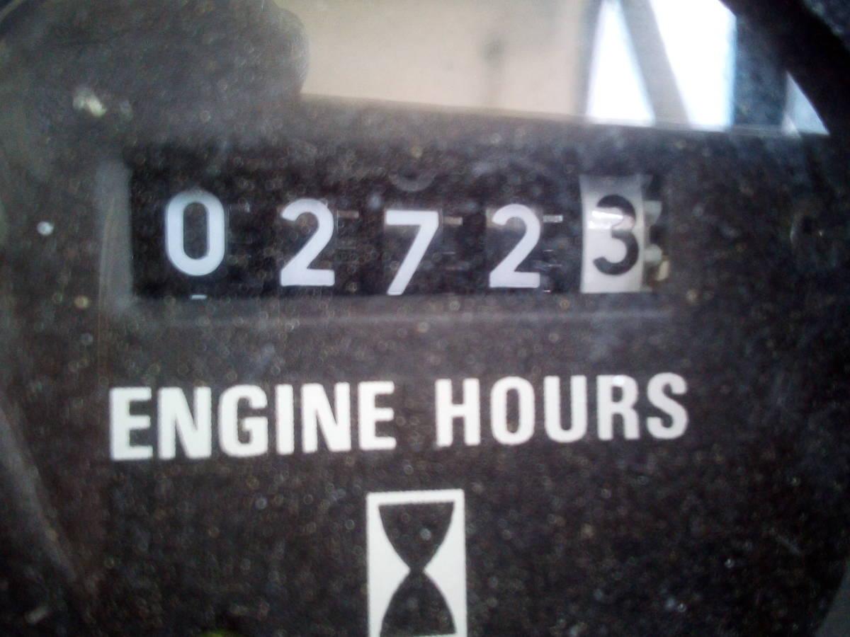 Bayliner Trophy 2502 Walkaround_右エンジン