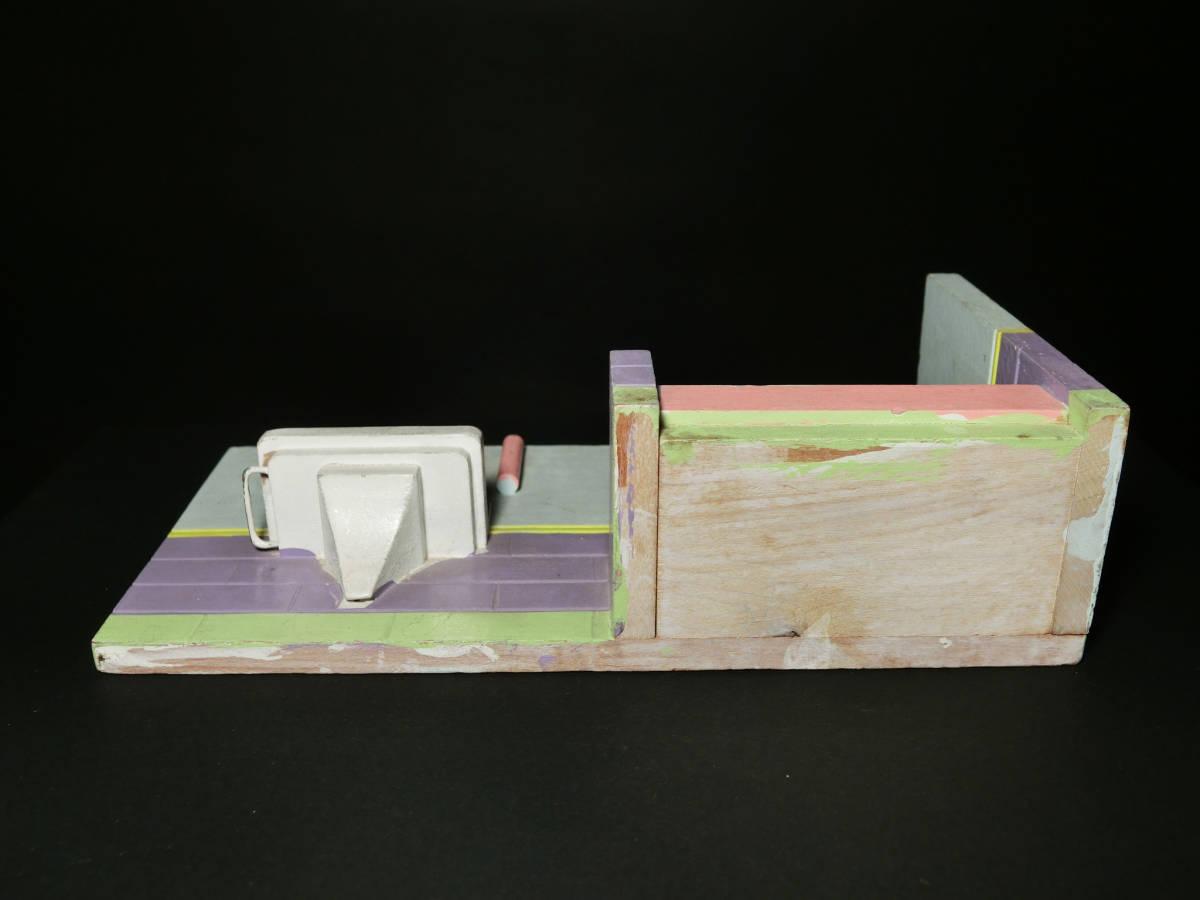 昭和レトロ 木製ミニチュアドールハウス『バスルーム(浴室)』(戦前戦後家具/ヘロヘロ人形/文化人形/ぶらぶら/ままごと遊び玩具資料)_画像4