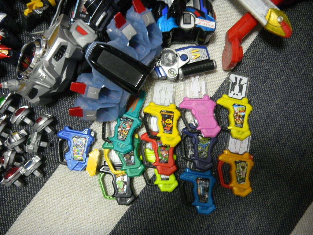 大量 仮面ライダーと戦隊 変身ベルト、パーツいろいろ フォーゼ、エグゼイド、ウイザード、ドライブ、ガイム _画像7