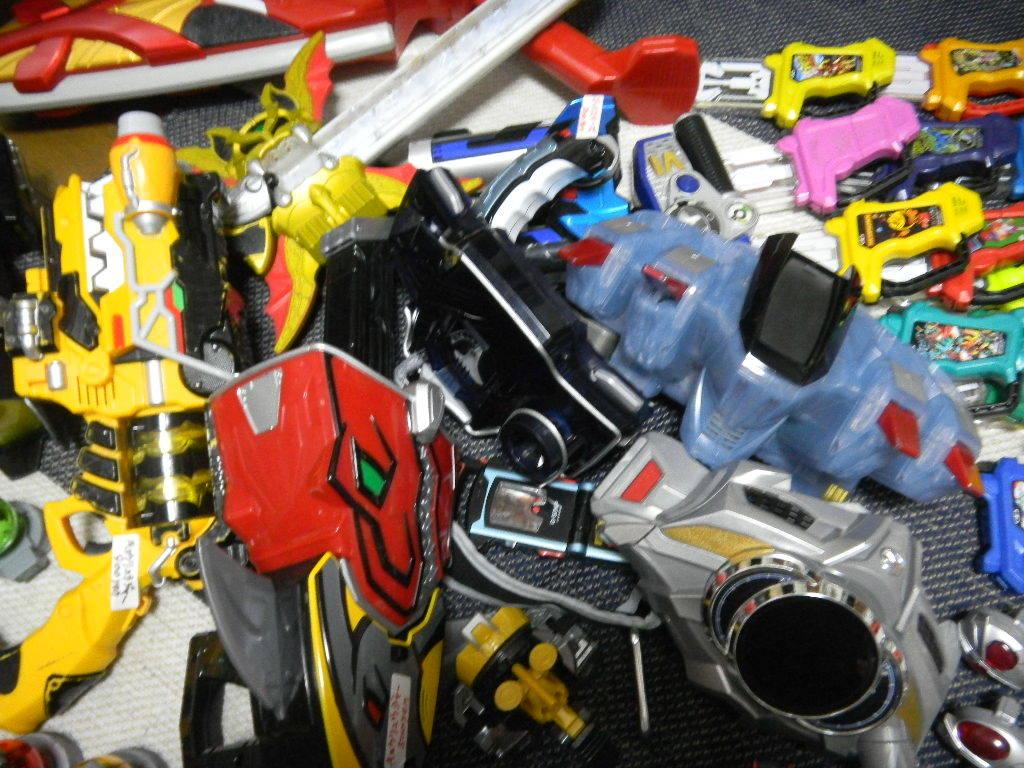 大量 仮面ライダーと戦隊 変身ベルト、パーツいろいろ フォーゼ、エグゼイド、ウイザード、ドライブ、ガイム _画像4