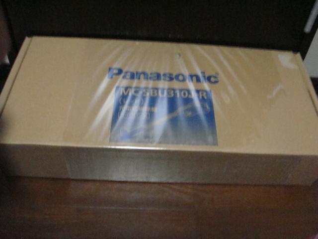開封済み未使用 panasonic パナソニック コードレススティック掃除機 MC-SBU310J-R _画像1
