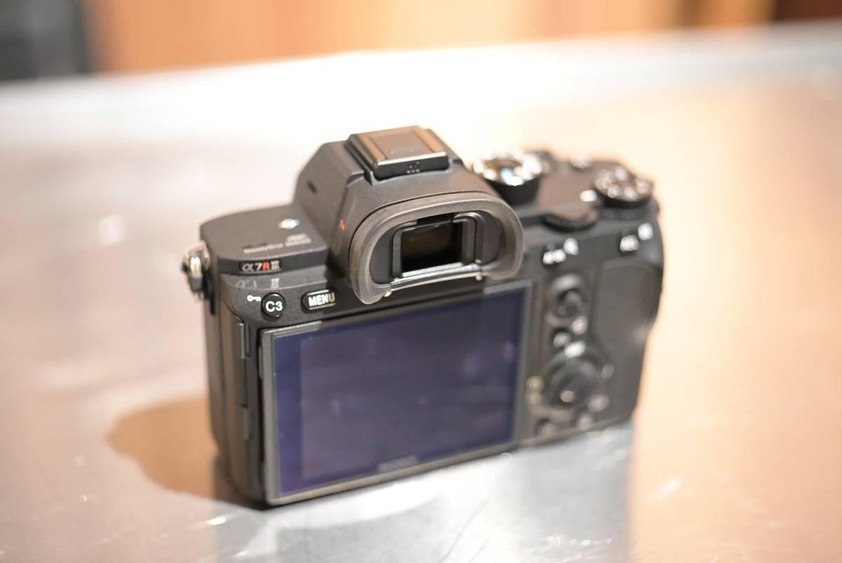 SONYソニー α7RⅢミラーレス フルサイズ機+電池3個付き 本体ほぼ未使用_画像4