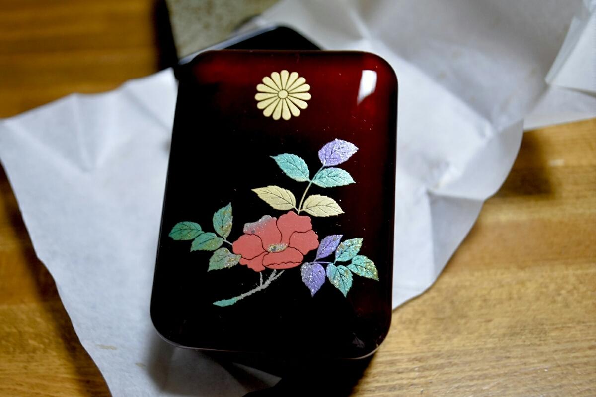 平成 令和【新品未使用】皇居 参観記念 はなます 会津玉虫塗り 小箱 レターパック発送 皇室 雅子様 小物入れ_画像2