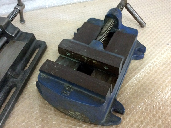 【H-3651】 中古 マシンバイス 2台セット 口金幅135mm,150mm_画像2