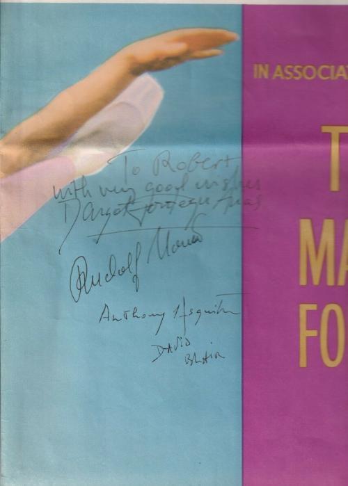 最終値下げ!★ マーゴ・フォンティーンとルドルフ・ヌレエフの直筆サイン入り、映画「英国ロイヤル・バレエの夕べ 」のポスター