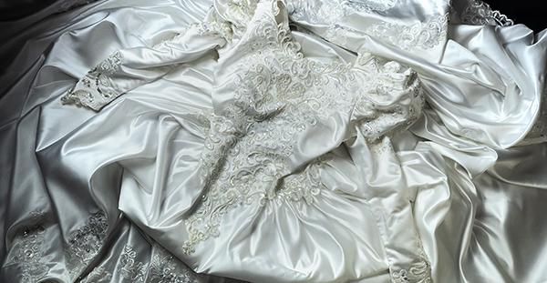 これぞウェディングドレス 最強光沢 超豪華 厚手 サテン 超つるつる ウェディングドレス_画像7