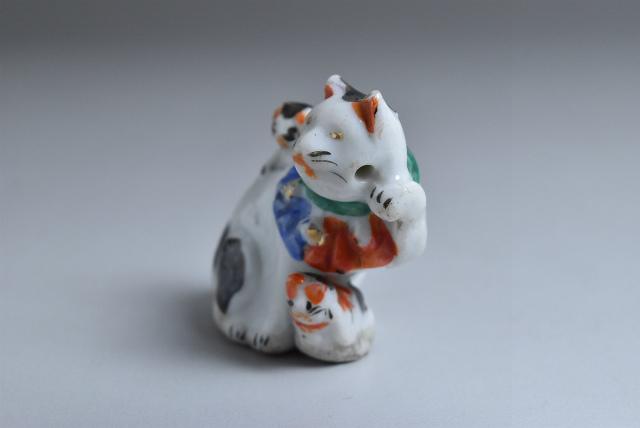 古い磁器人形 水滴 親子招き猫 3匹猫 その一_画像2