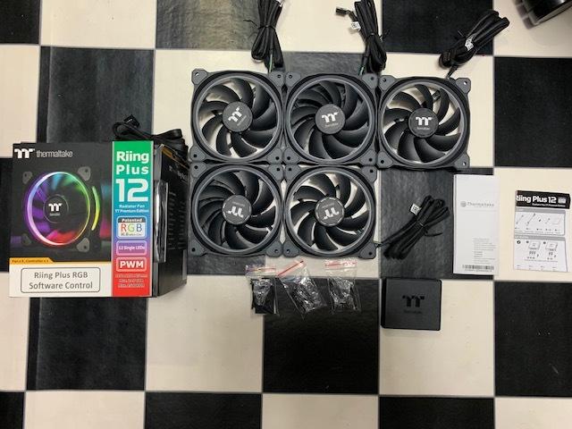 Thermaltake Riing Plus 12 RGB Fan TT Premium Edition CL-F053-PL12SW-A サーマルテイク LED RGB ファン 自作 ゲーミング セット