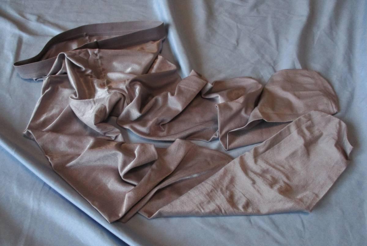 美品! 強光沢M~L 試着程度 シルバーグレー 70デニール オールスルー シャイニータイツ 青みがかった銀色ダンスコスプレ衣装に_画像4