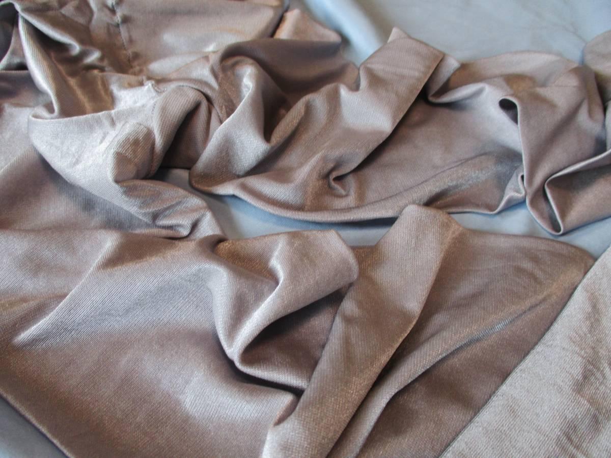 美品! 強光沢M~L 試着程度 シルバーグレー 70デニール オールスルー シャイニータイツ 青みがかった銀色ダンスコスプレ衣装に_画像5