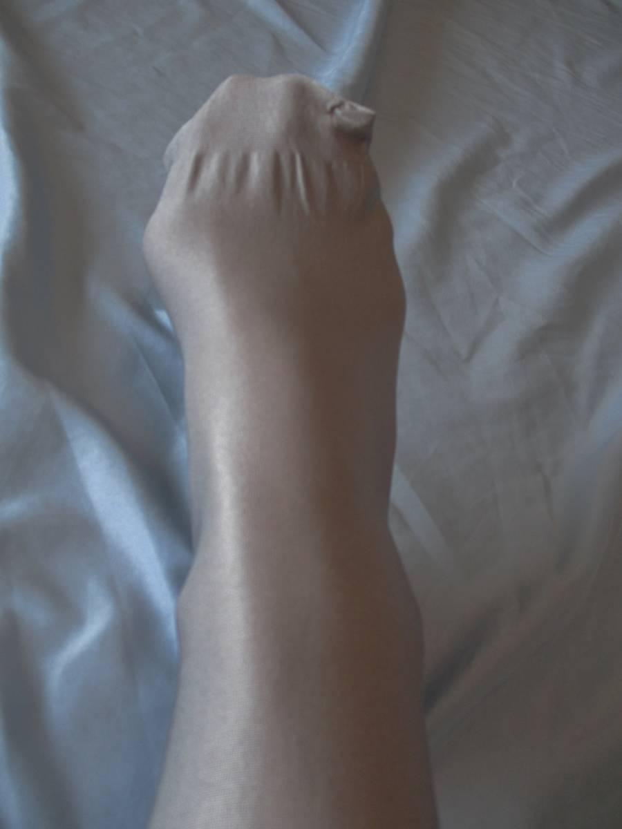 美品! 強光沢M~L 試着程度 シルバーグレー 70デニール オールスルー シャイニータイツ 青みがかった銀色ダンスコスプレ衣装に_画像3