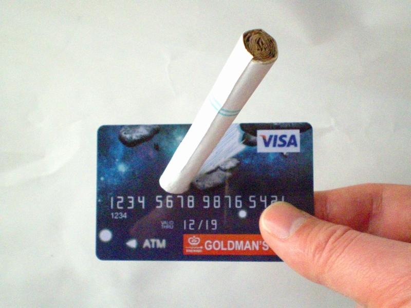【送料無料】タバコが浮く 魔法のクレジットカード【マジック・手品】_画像3