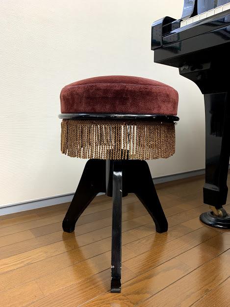 昭和レトロ 古いピアノの丸イス 回転椅子 ヤマハ アンティーク*作業台 アトリエ ケビント ビンテージ 骨董 カントリー 店舗仕器 シャビー