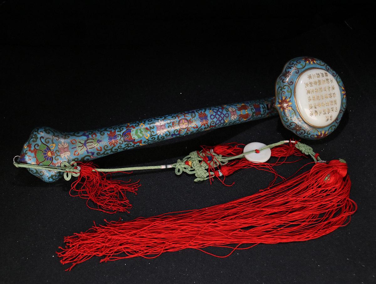 1 七宝焼 嵌和田玉 「御題詩・如意」の束 全長120 cm長さ44 cm幅11.5 cm重さ816.0 g