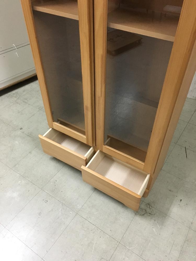 天然木パイン本棚 扉付き書棚 薄型リビングボード キャビネット ラック 雑誌収納 棚 ブックラック ナチュラル 薄型食器棚_画像3