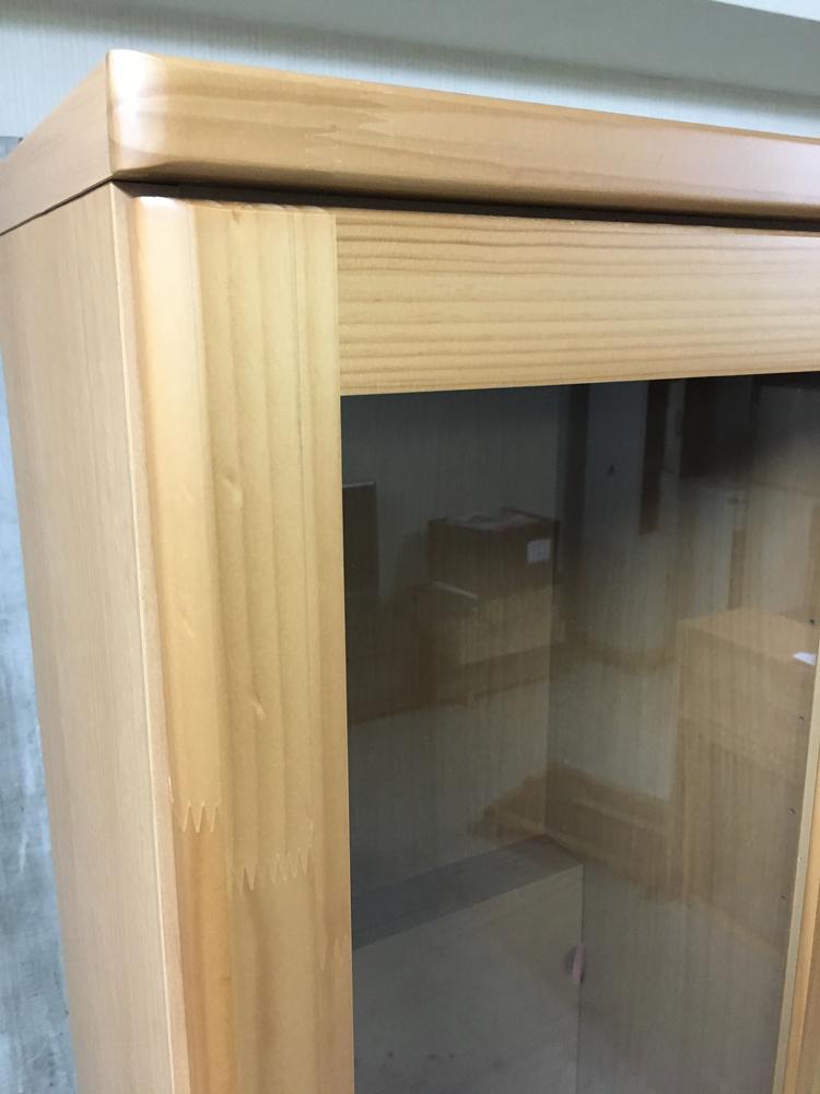 天然木パイン本棚 扉付き書棚 薄型リビングボード キャビネット ラック 雑誌収納 棚 ブックラック ナチュラル 薄型食器棚_画像5
