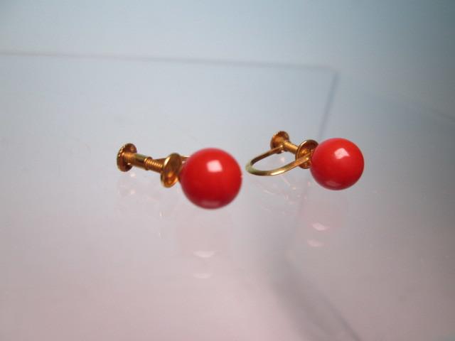 ☆菊地べっ甲店 K18 上質な赤珊瑚玉 7mmのイヤリング 1,77g 共ケース付_画像3