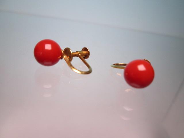 ☆菊地べっ甲店 K18 上質な赤珊瑚玉 7mmのイヤリング 1,77g 共ケース付_画像5