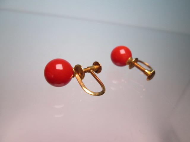 ☆菊地べっ甲店 K18 上質な赤珊瑚玉 7mmのイヤリング 1,77g 共ケース付_画像6