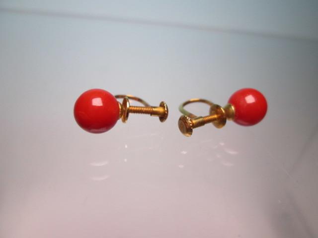 ☆菊地べっ甲店 K18 上質な赤珊瑚玉 7mmのイヤリング 1,77g 共ケース付_画像7