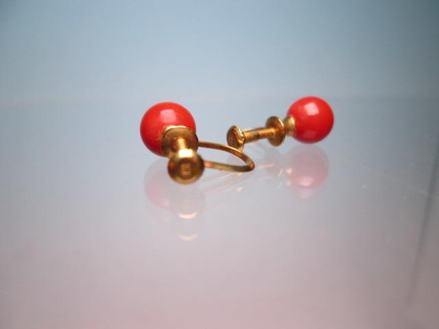 ☆菊地べっ甲店 K18 上質な赤珊瑚玉 7mmのイヤリング 1,77g 共ケース付_画像8