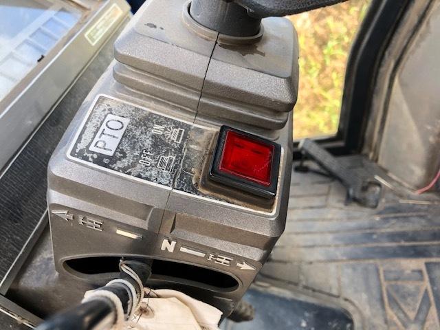 イセキ キャビン付 4WD トラクター【TA527F-GKWLBY 】 エアコン難アリ 中古 純正ロータリー 農機機械 農機具 全国【格安送料】にて納品OK!_画像5