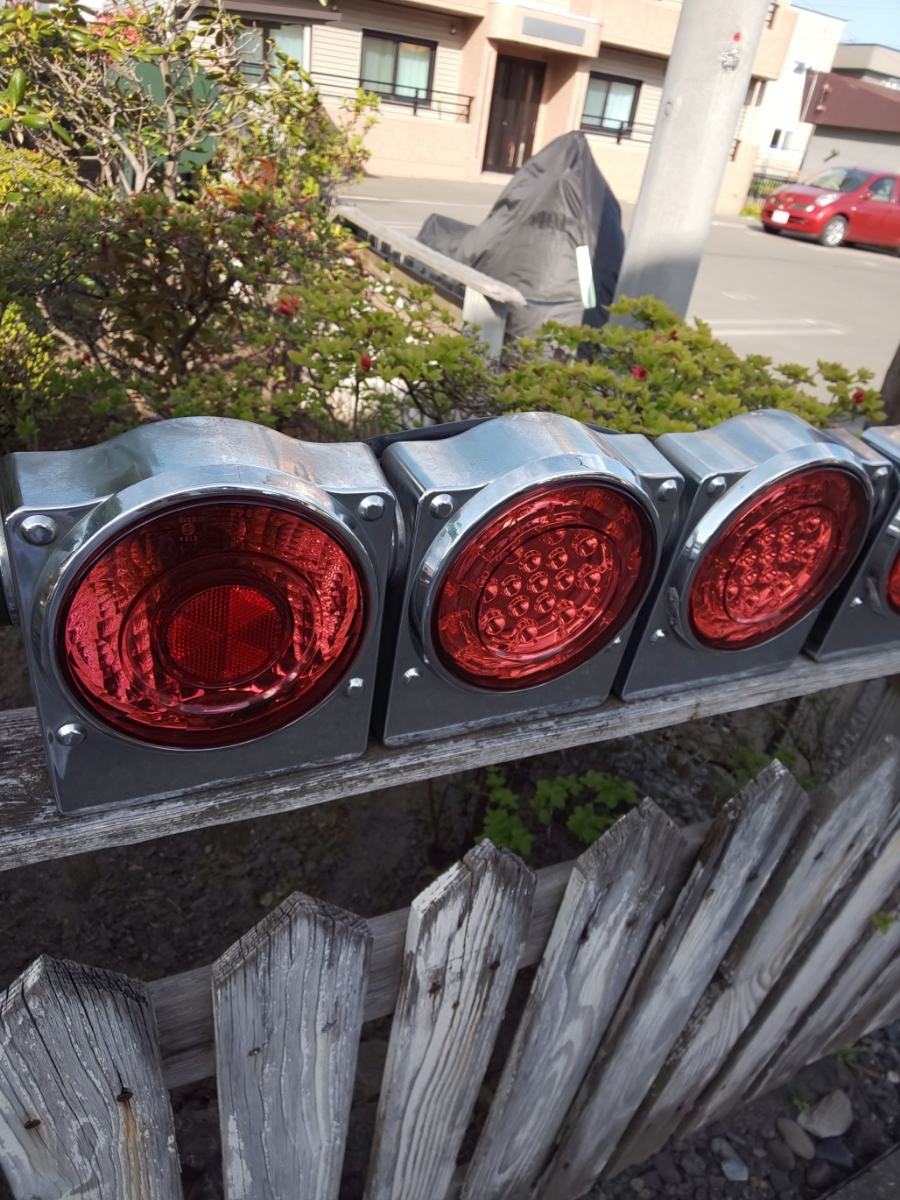 ☆いすゞ純正 丸型 3連LEDテールランプ ICL製 左右セット_画像4