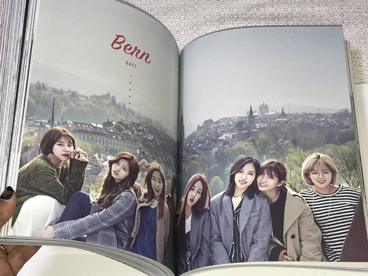 TWICE@韓国発売「TWICE IN SWITZERLAND」Photobook+DVD+Postcard@直筆サイン_画像7