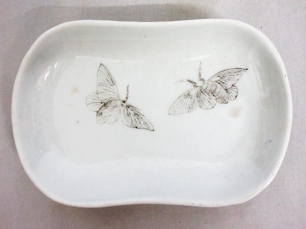 【ひょうたん】砥部焼 愛山窯 虫図の小皿2枚_画像2