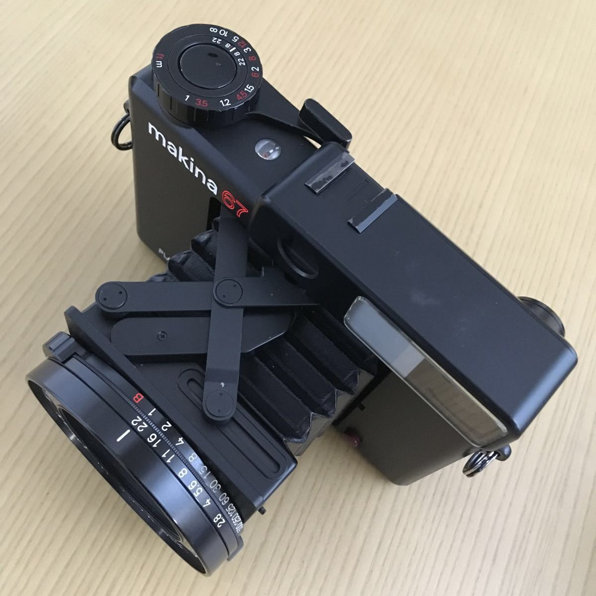 PLAUBEL makina 67 (Nikon Nikkor 80mm f2.8)プラウベル・マキナ 中判カメラ 完動品 シャッター切れスピード変化し露出計も動作しました。_画像3