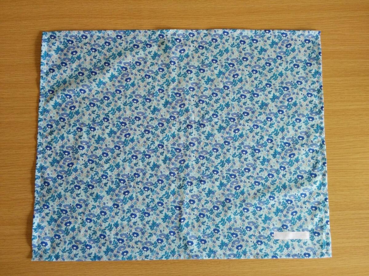 即決♪一枚仕立て ネームタグ付き 可愛いお花 青 水色 40×50 大判 ランチョンマット 給食ナフキン 給食マット*ハンドメイド*女の子_画像3