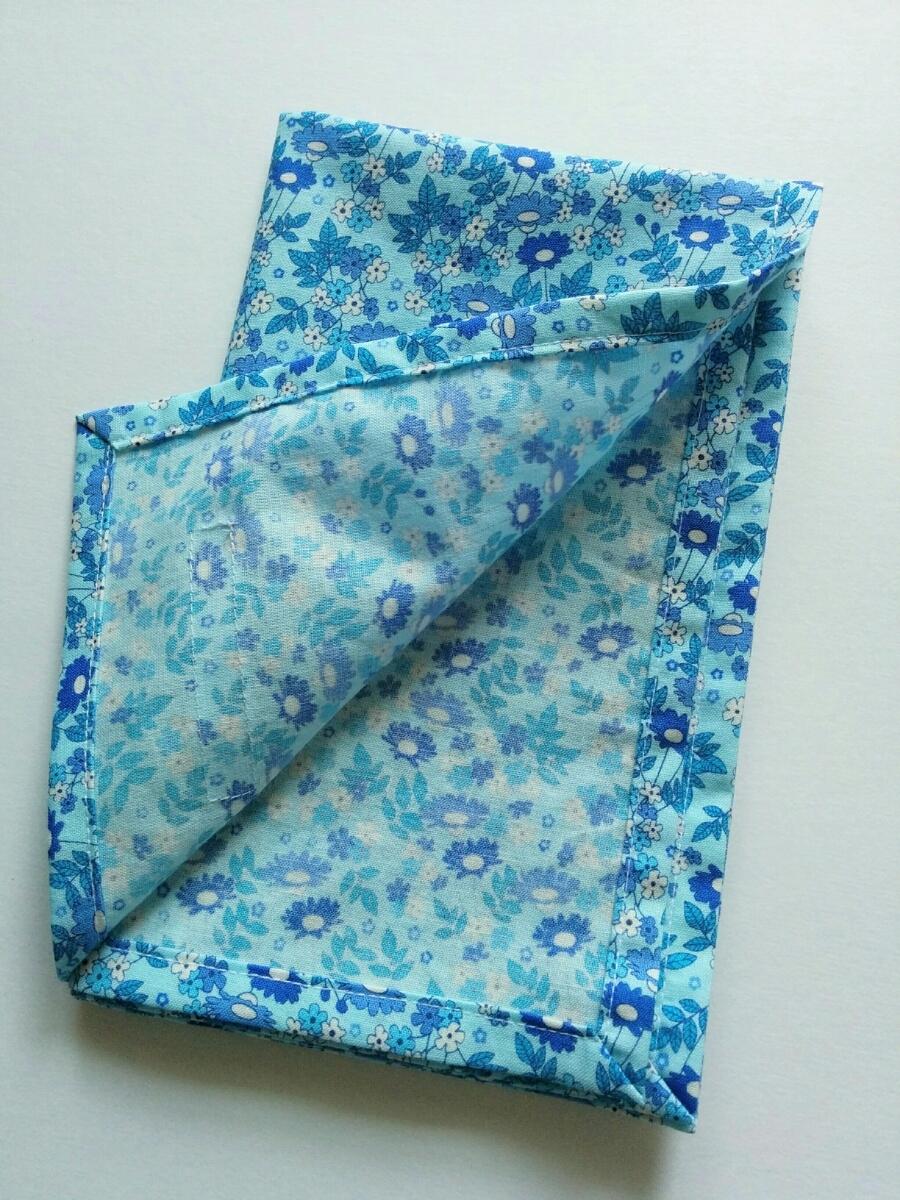 即決♪一枚仕立て ネームタグ付き 可愛いお花 青 水色 40×50 大判 ランチョンマット 給食ナフキン 給食マット*ハンドメイド*女の子_画像2