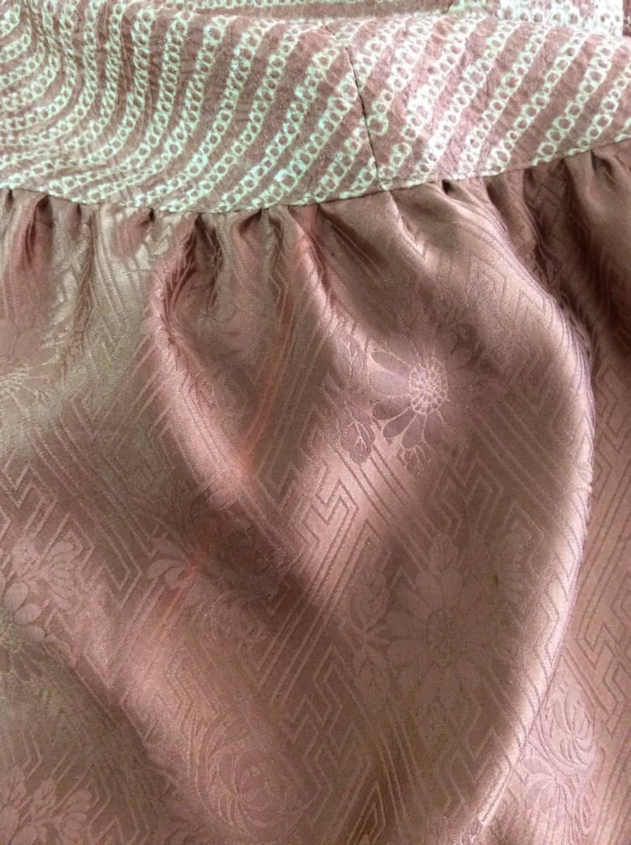 絞りのワンピース 着物リメイク 古布_向かって左脇少し濃いピンクの筋あり