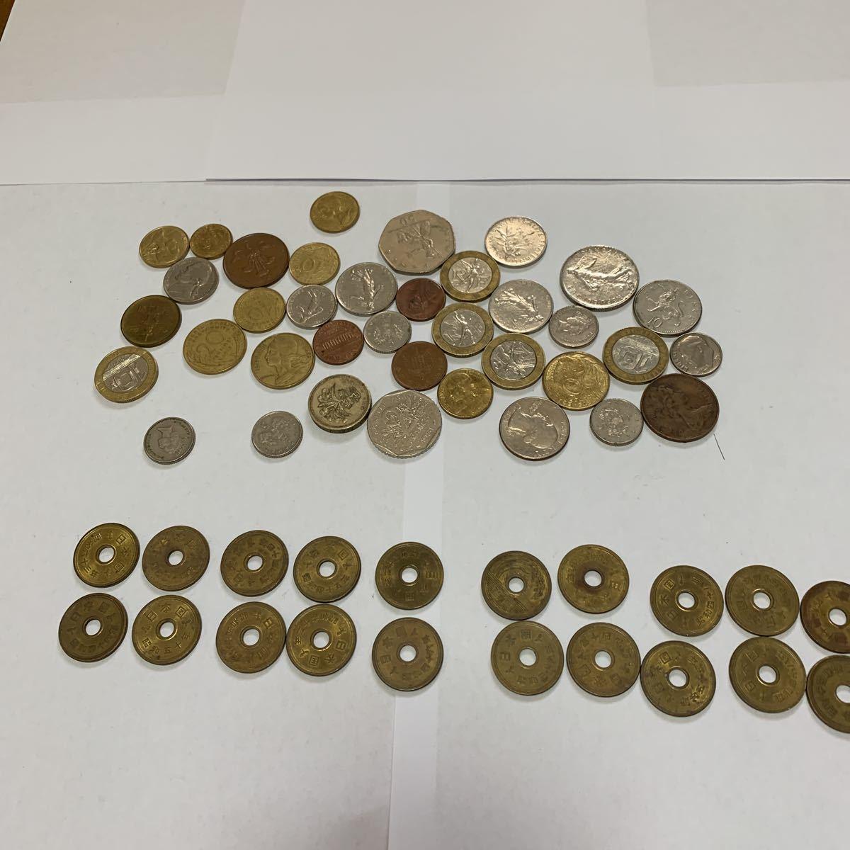 外国旅行した際に持って帰ってきた各国のコインと昭和の5円玉