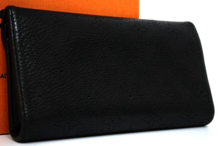 【極美品】ルイヴィトン Louis Vuitton マヒナ ポルトフォイユ アメリア 黒 3つ折り ヴィトン 長財布 レザー レディース 定価約13万円