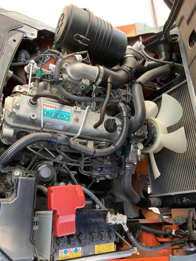 トヨタ 中古フォークリフト 2.5t ガソリン 4mハイマスト 8FG25 _画像9