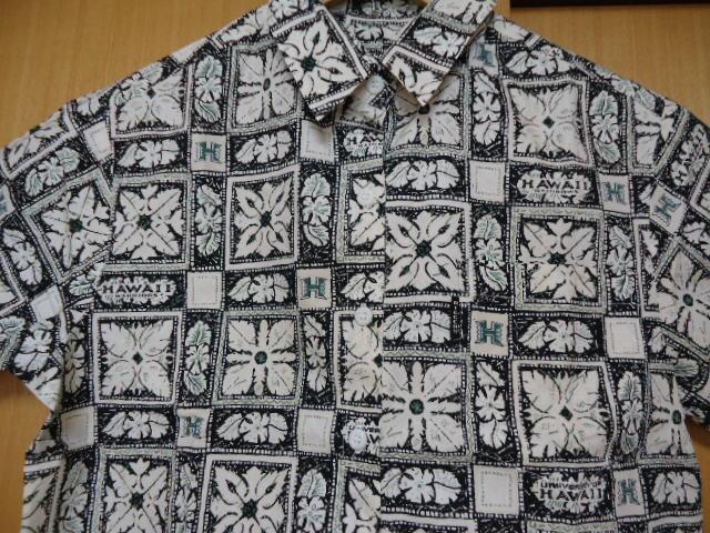 即決 ハワイ ハワイ大学 アロハシャツ 黒色 ロゴ・ハワイアンキルト・花・葉っぱ柄 子供 140-150_画像1