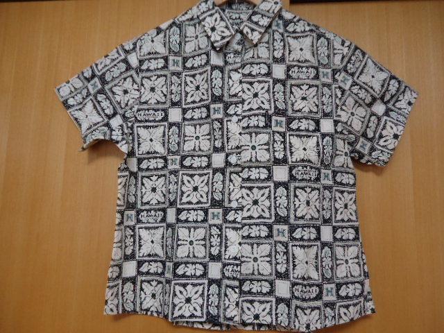 即決 ハワイ ハワイ大学 アロハシャツ 黒色 ロゴ・ハワイアンキルト・花・葉っぱ柄 子供 140-150_画像2
