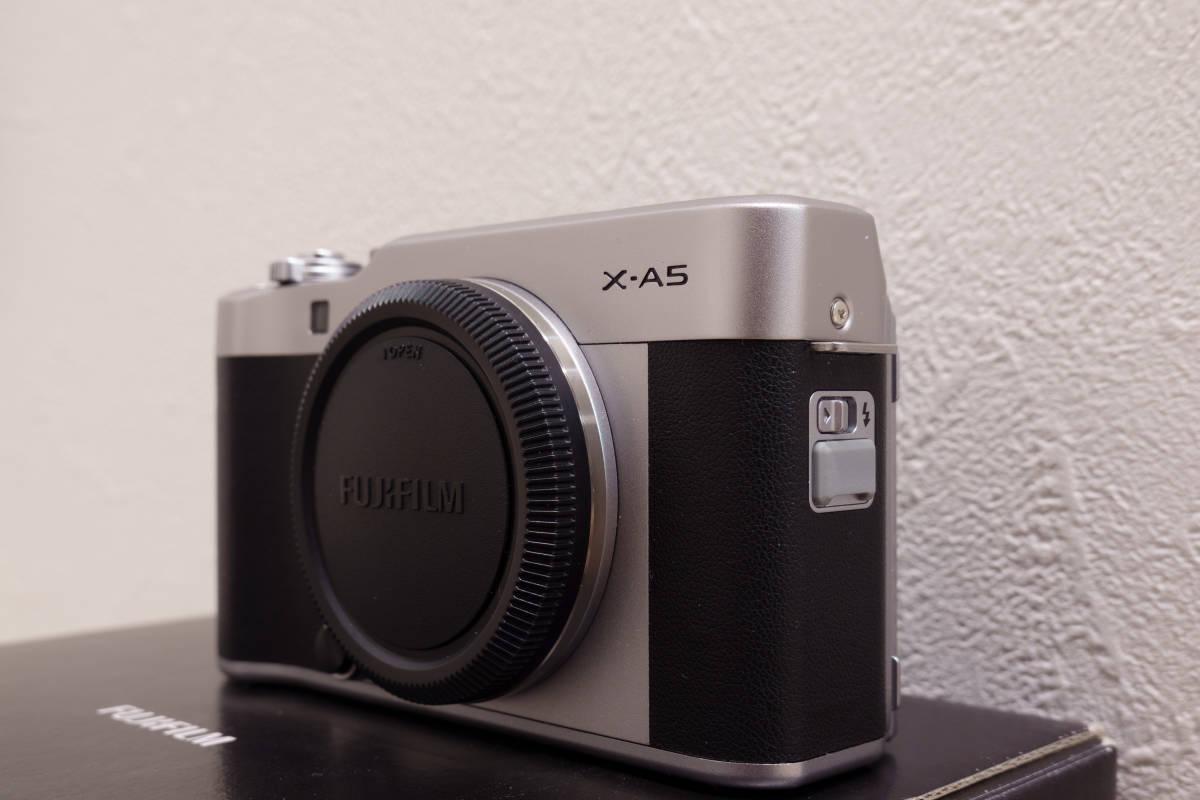 フジフイルム ミラーレスカメラ FUJIFILM X-A5 ボディ シルバー APS-C 中古_画像2