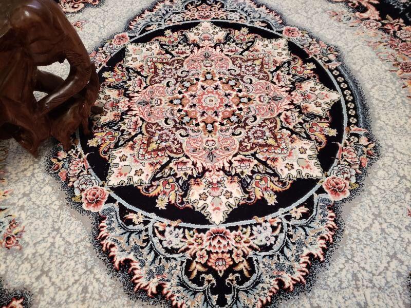 未使用品 ペルシャ絨毯 クム産 300万 シルク100% 手織り 工房サイン有り 超美品 世界の名品☆200*300CM_画像2
