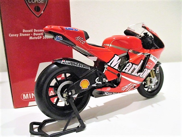 1/12 Minichamps ドゥカティ Desmo 16 GP7 C.ストーナー Ducati Marlboro Team Moto GP 2007 チャンピオン タバコ仕様_画像2
