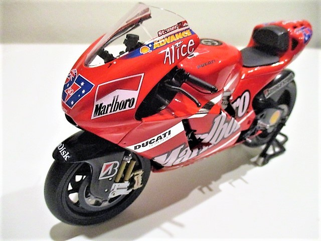 1/12 Minichamps ドゥカティ Desmo 16 GP7 C.ストーナー Ducati Marlboro Team Moto GP 2007 チャンピオン タバコ仕様_画像5
